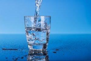 Woda alkaliczna. Odkwasza organizm i wspomaga usuwanie toksyn