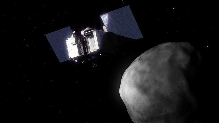 Sonda NASA OSIRIS-REx, który ma zbadać powierzchnię Bennu i w 2023 wrócić na Ziemię - wizualizacja