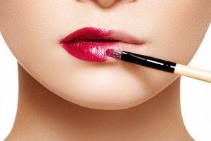 Co mówi kolor twojej szminki, którą wybierasz na pierwszą randkę