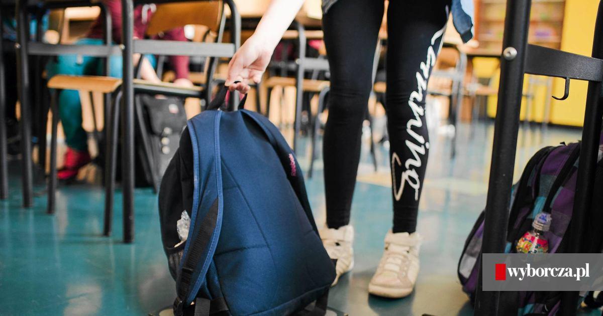 fa8c23d33d201 Ciężki plecak ucznia. Minister Zalewska  Nie ma problemu