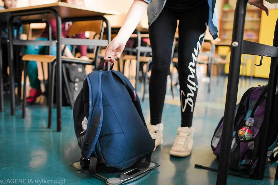 Postanowiliśmy sami się przekonać, ile ważą szkolne tornistry. Wybraliśmy się z wagą do szkoły podstawowej nr 57 w Gdańsku. Sprawdziliśmy plecaki 62 uczniów.