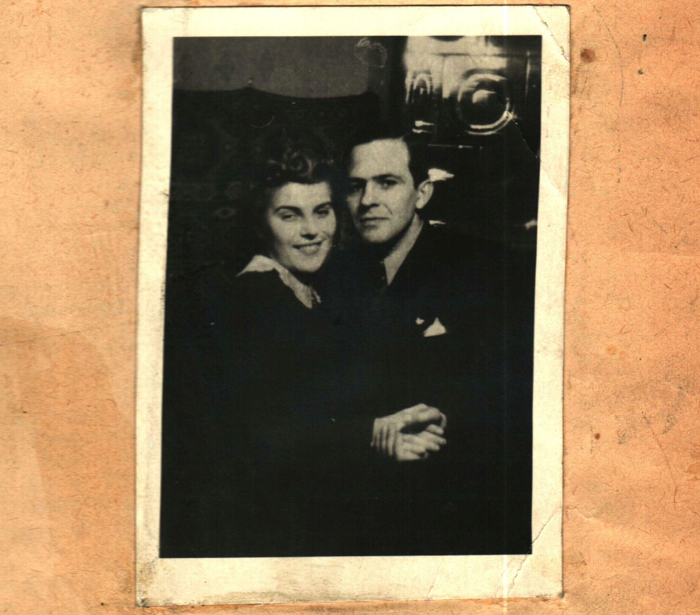 Jedyne zachowane do dziś zdjęcie szczęśliwego małżeństwa Władysława i Heleny Mazurkiewiczów (zdjęcie pochodzi z rękopisu Zygmunta Hofmokl-Ostrowskiego