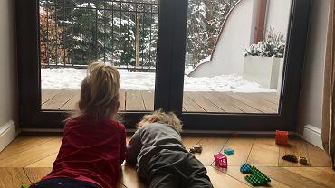 'Mamo, nudzę się'. Co robić z dziećmi w jesienne i zimowe wieczory?