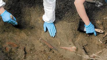 Prace ekshumacyjne na Łączce