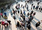 Polacy uważają, że pozycja kraju się poprawia, ale rośnie przestępczość i spada życzliwość [SONDAŻ]