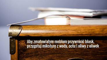 Nabłyszczacz do drewnianych mebli przygotujesz ze szklanki oliwy zmieszanej z połową szklanki soku cytrynowego.