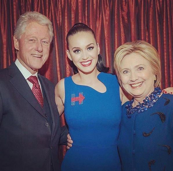 Wokalistka wystąpiła na konwencji Amerykańskiej Partii Demokratycznej. Występem i przemową poparła kandydującą na urząd Prezydenta, Hillary Clinton.