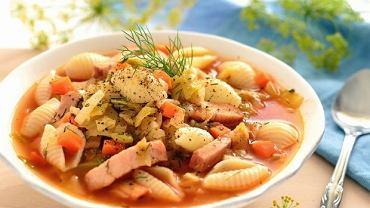 Zupa z młodej kapusty z muszelkami