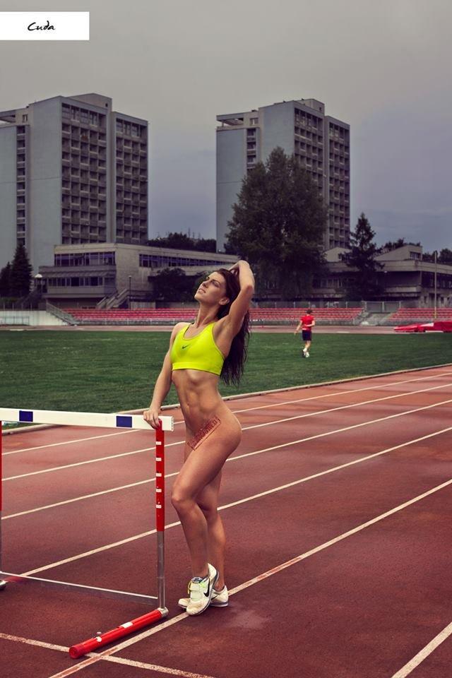 Zdjęcie numer 8 w galerii - Rozebrane atletki. Naga fotografia sportowa Dominiki Cuda
