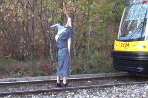 Uciek� policji, zatrzyma� tramwaj, by� Spidermanem. Na YouTubie �ledzi go ju� ponad milion internaut�w, to rekord Polski