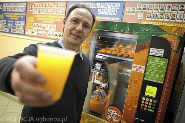 Ju� nie tylko kawa i herbata. Polacy przerzucaj� si� na �ywno�� z automat�w. W tym roku wydamy 472 mln z�