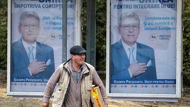 Plakat wyborczy z kandydatem Partii Liberalnej na ulicy stołecznego Kiszyniowa