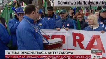 """""""Joanna robi nas w balona"""". 30 tys. os�b idzie w marszu gwia�dzistym OPZZ"""