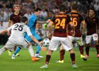 Liga Mistrz�w. W�oskie media: Roma po meczu z Barcelon� z podniesion� g�ow�