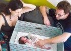 Pudełko z wyprawką za 400 euro dla każdego noworodka. Kochają je Finowie, teraz pora na...