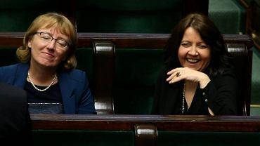 Repolonizacyjne plany PiS znamy na razie głównie z wypowiedzi Barbary Bubuli, poseł i byłej członkini Krajowej Rady Radiofonii i Telewizji. Na zdjęciu (z lewej) z posłanką PiS Joanną Lichocką podczas sejmowej debaty o ustawie medialnej, 30 grudnia 2015 r.