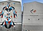 Łódź miastem murali? Jeden w centrum właśnie zamalowali. Jest reklama