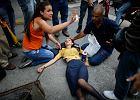 13 zabitych jednego dnia. Chaos i ogień na ulicach w Wenezueli [NA ZDJĘCIACH]
