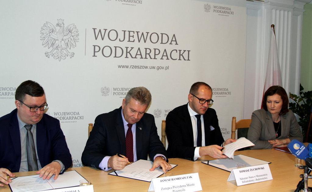Konferencja wiceministra Tomasza Żuchowskiego i wojewody podkarpackiego Ewy Leniart w sprawie programu Mieszkanie Plus