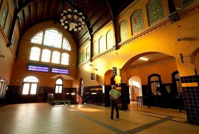 Wnętrze dworca w Iławie