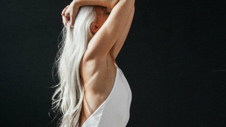 Przełom w reklamie kostiumów kąpielowych? Yasmina Rossi w kampanii mody plażowej Land of Women x The Dreslyn