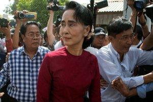 W Birmie opozycja triumfuje, ale armia trwa