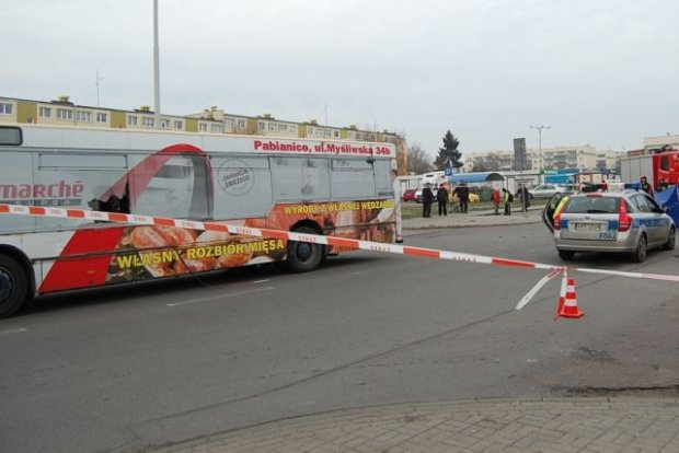 Dw�ch poszukiwanych ws. �mierci rowerzysty zg�osi�o si� na policj�. Jeden z zarzutem zab�jstwa