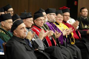 Komu przeszkadza doktorat w CV