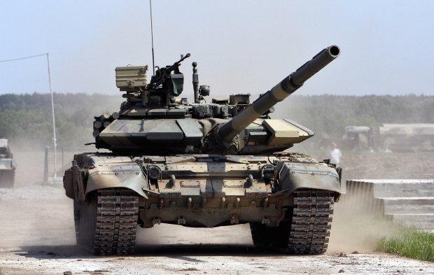 Rosyjskie czołgi i wyrzutnie rakietowe przy granicy Krymu z Ukrainą