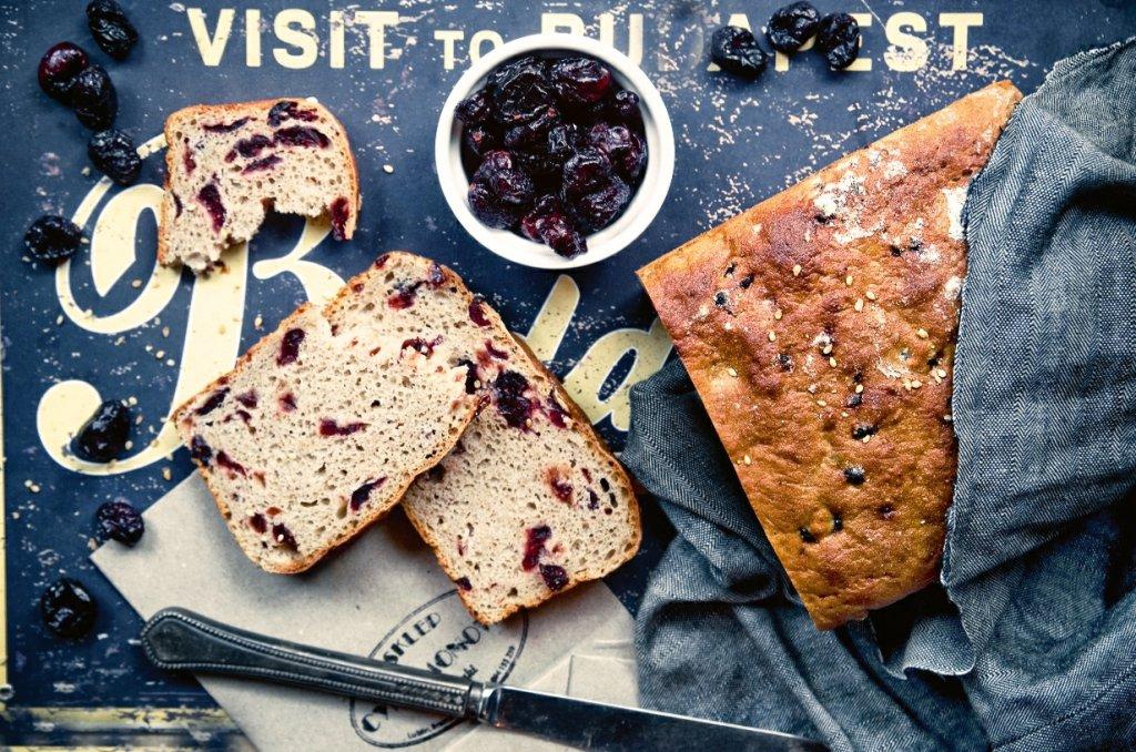 Chleb razowy z żurawiną