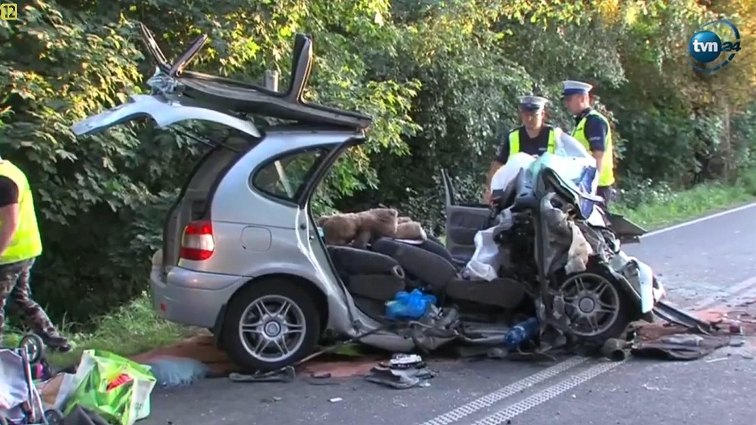 Wypadek W Pobliżu Szczecinek W Zderzeniu Czołowym Zraniona Matka I