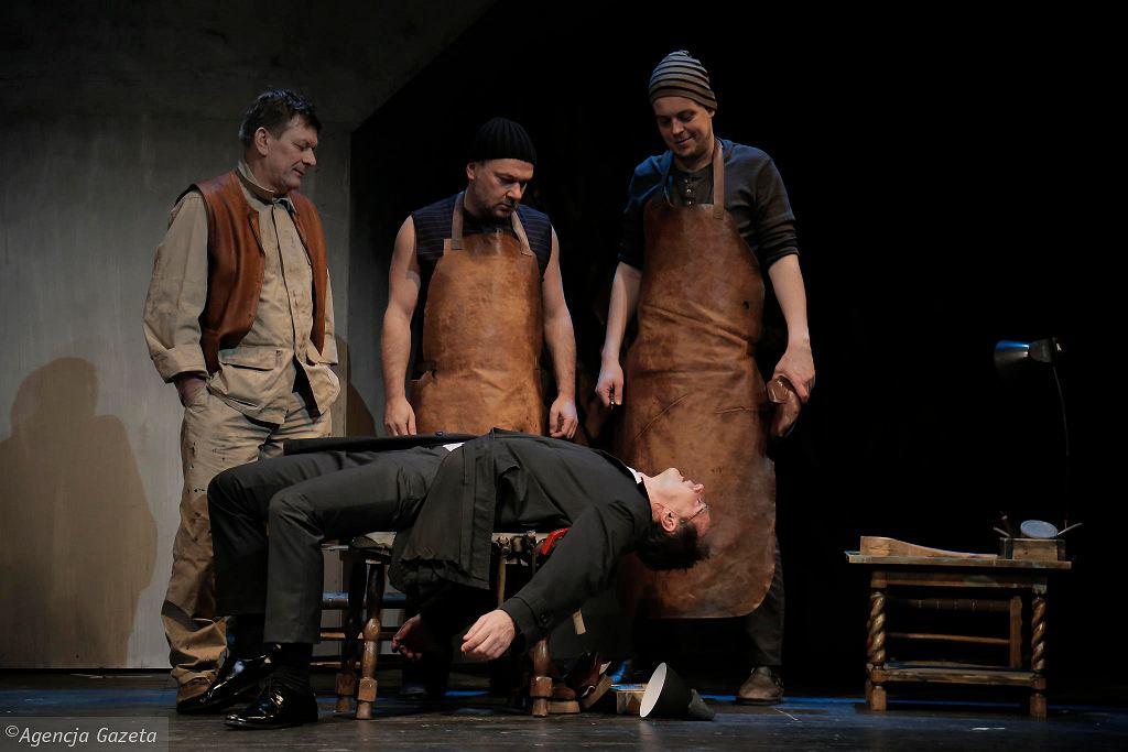 Spektakl 'Szewcy' Witkacego, reżyseria Jerzy Stuhr, w Teatr Nowym w Łodzi / TOMEK OGRODOWCZYK