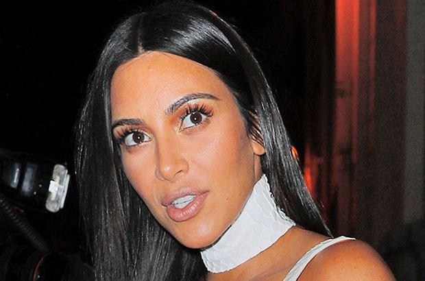 Dwóch zamaskowanych i uzbrojonych mężczyzn wtargnęło do pokoju hotelowego Kim Kardashian, grożąc jej bronią. Ukradli biżuterię wartą miliony.