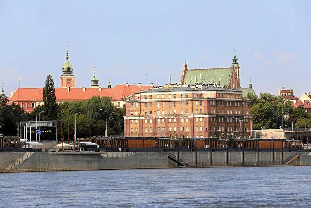 Warszawa jako jedno z dwóch miast w Polsce zajęła 54. miejsce w rankingu Cities in Motion Index opublikowanym przez hiszpańską IESE Business School.Jednym z rozwiązań, które wdrożyła Warszawa, dążąc do bycia smart city, było stworzenie Miejskiego Centrum Kontaktu Warszawa 19115.