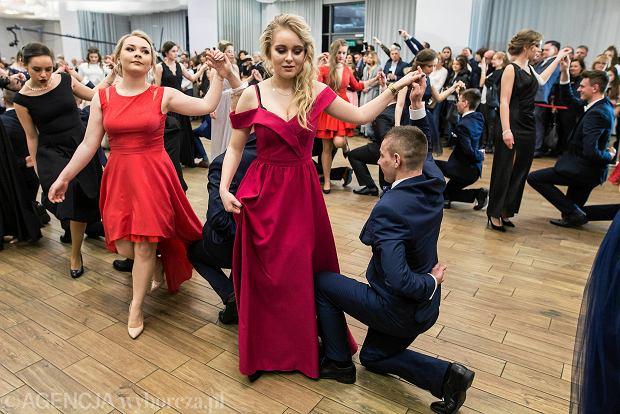 Zdjęcie numer 0 w galerii - Studniówki 2018. Tak bawili się uczniowie Liceum im. Unii Lubelskiej [ZDJĘCIA]