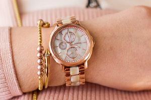 8b25f5e4b63f9f Damskie zegarki marek premium - elegancja na najwyższym poziomie