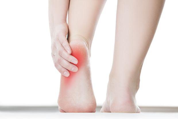 Ból pięty - co go powoduje?