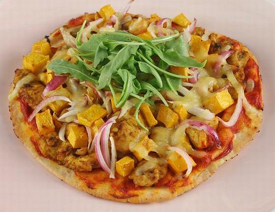 Pizza z dynią i kurczakiem curry