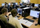 Kto zarobi�, a kto straci� na komputerach dla szk�