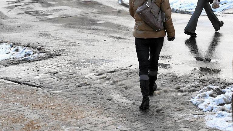 Oblodzony chodnik