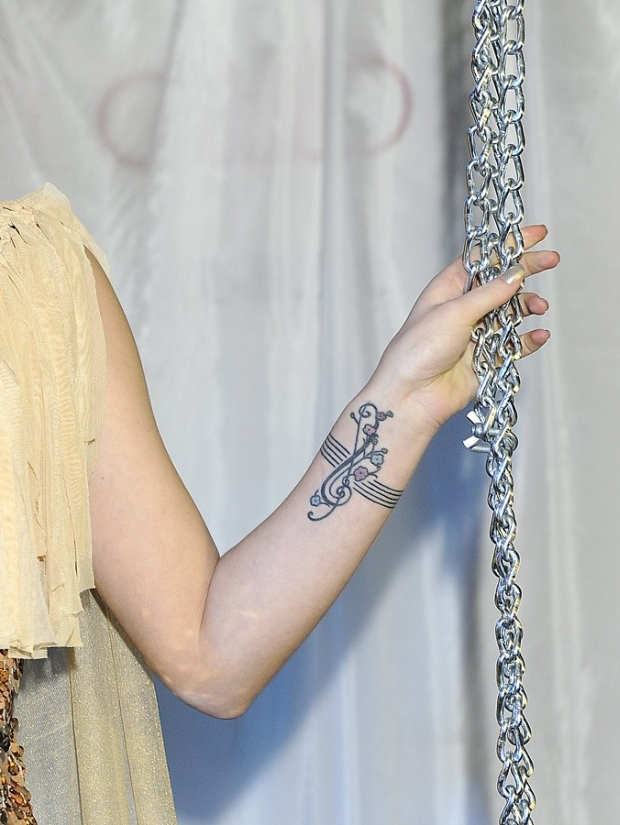 Honey Pokazuje Tatuaże I Majtki