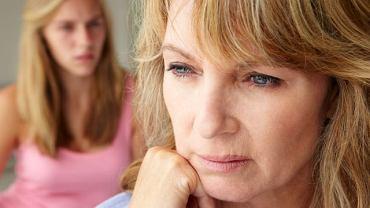 Klimakterium obejmuje okres przed menopauzą, menopauzę oraz okres po menopauzie.