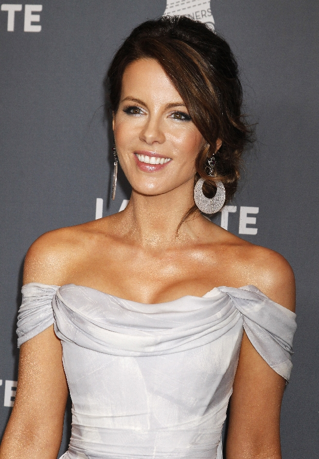 Actress Kate Beckinsale arrives at the 14th annual Costume Designers Guild Awards in Beverly Hills, California February 21, 2012. Beckinsle received the Lacoste Spotlight Award during the awards ceremony. REUTERS/Fred Prouser (UNITED STATES - Tags: ENTERTAINMENT SOCIETY PROFILE)