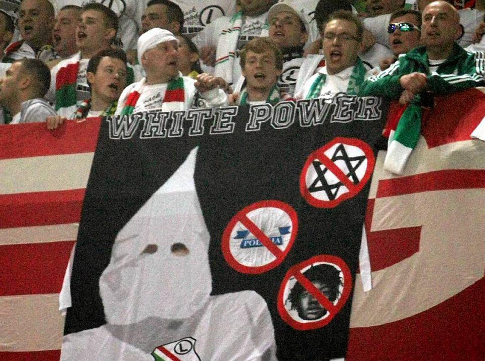 Flaga kibiców Legii podczas meczu ze Sportingiem w Lizbonie