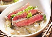 Zupa miso z kiełkami, tofu i wołowiną - ugotuj