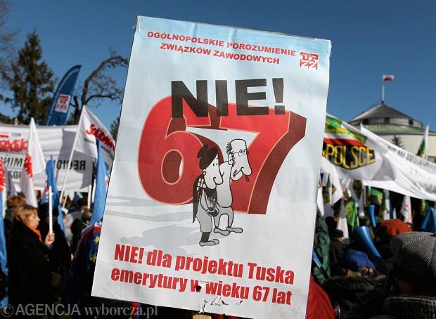 Demonstracja w Warszawie przeciwko wydłużeniu wieku emerytalnego