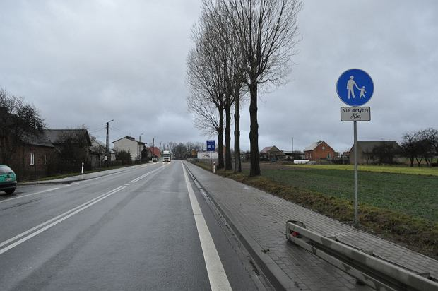 Przyk�ad chodnika z dopuszczonym ruchem rowerów. /fot. Rafa� Muszczynko