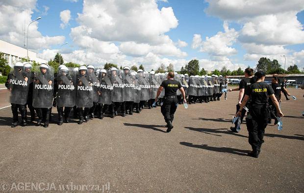 �wiczenia policji przed Euro 2012 na ul. Pienistej