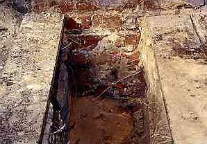 Podczas wykonywania wykopów pod fundamenty ganku okazało się, że dom kończy się 40 cm poniżej terenu