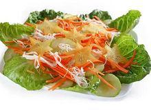 Sałatka z makaronem ryżowym - ugotuj
